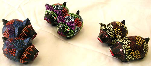 Bali handcraft collection - assorted color dot pattern lovely mini pig set
