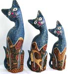 Batik wooden cat family stand with assorted hand painted color, randomly pick