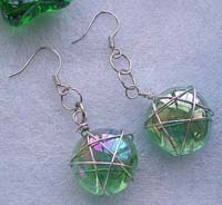 Wire star fashion earring with transparent green glass bead suspended on bottom