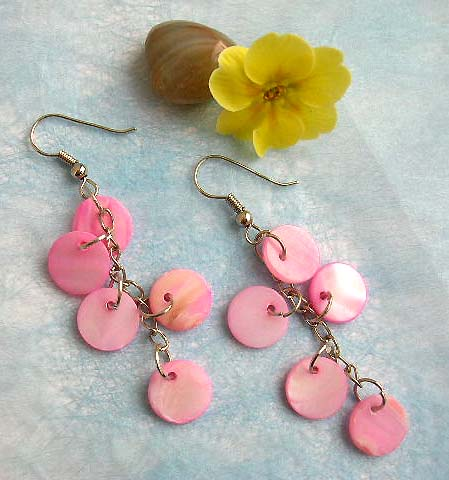 Fashion earring with multi circular pinkish seashell dangle design