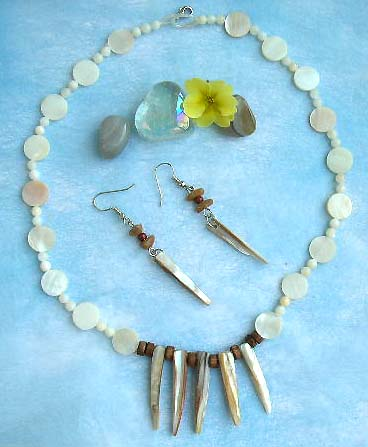 wholesale jewelry supplier online catalog offer island beach jewelry made of genuine seashell, pendant necklace and matching earring set