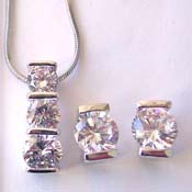 Catalog jewelry online store presenting chain necklace, 3 rounded clear cz pendant and stud earring set